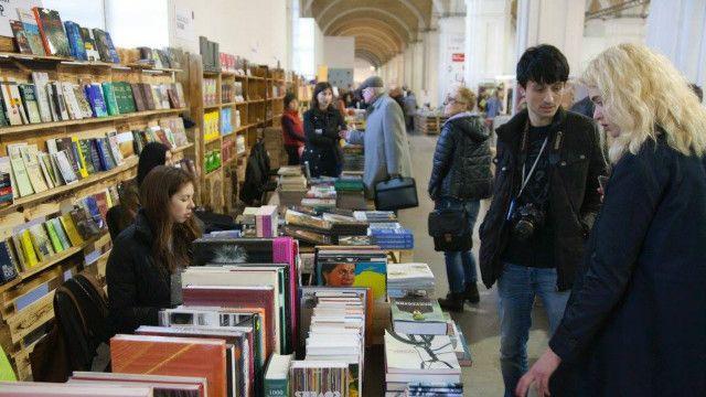 Деякі книги виходять в Україні вже раніше, ніж в Росії чи інших країнах СНД