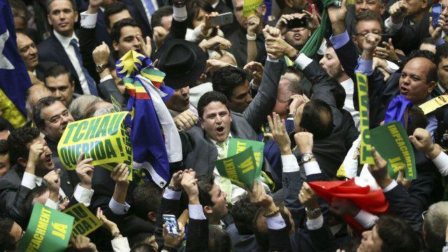 Deputados comemoraram bastante resultado da votação favorável ao impeachment