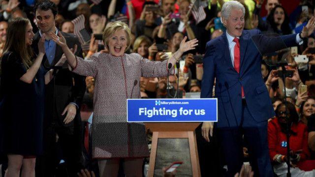 تغلبت كلينتون على منافسها بيرني ساندرز في الانتخابات التمهيدية بولاية نيويورك.