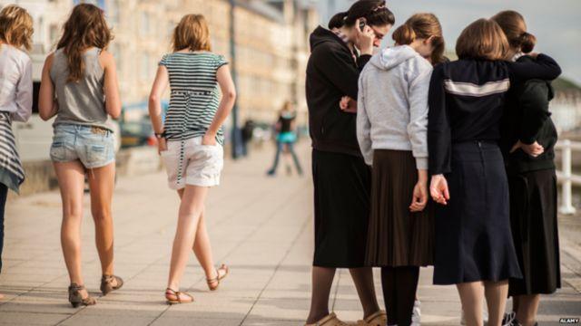 برای زنان حریدی پوشیدن لباس های بلند و ساده بسیار مهم است