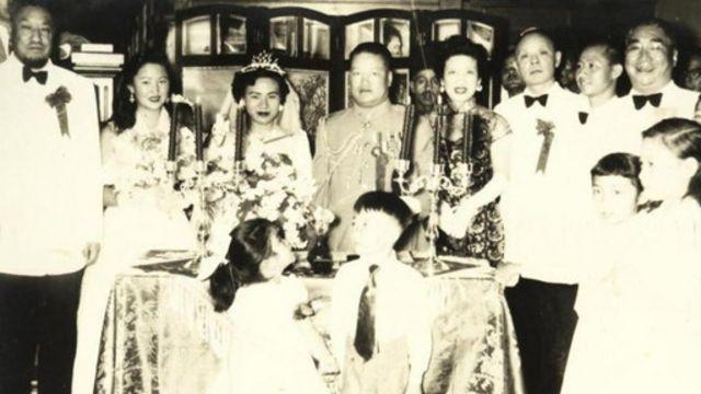 马步芳(左一)与国民党驻沙特大使和凤山