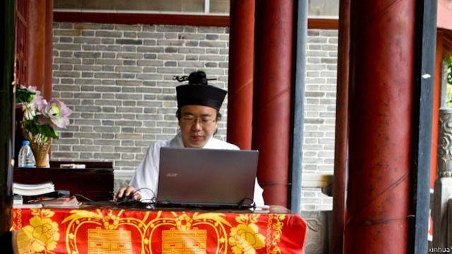 据传西安全真梁道士因为发文批评马步芳而被喝茶、并被威胁开除道籍