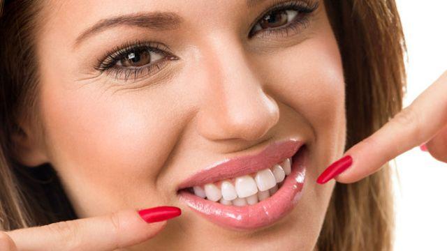 Fumar es definitivamente es uno de los peores hábitos que perjudican a la salud bucal.