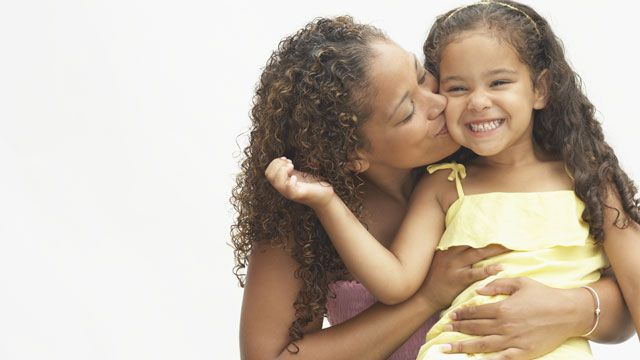 Estudo da Universidade de Washington descobriu relação entre crescimento do cérebro e afeto de mãe