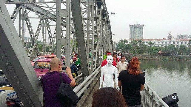 Nghệ sĩ Lê Nguyên Mạnh cho hay là chưa thể công bố clip buổi trình diễn nghệ thuật do công an đang tạm giữ máy quay