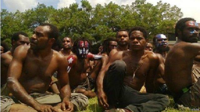 Para aktivis gerakan pembebasan Papua Barat dikumpulkan di lapangan Mako Brimob Polda Papua.