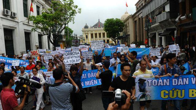 Cuộc diễu hành qui mô về môi trường diễn ra tại Hà Nội hôm 01/05/2016.