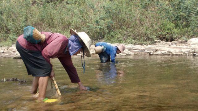Dự án Kong - Chi - Mun Thái Lan dự định làm để dẫn nước từ dòng chính sông Mekong vào trữ trong các sông nhỏ nội địa