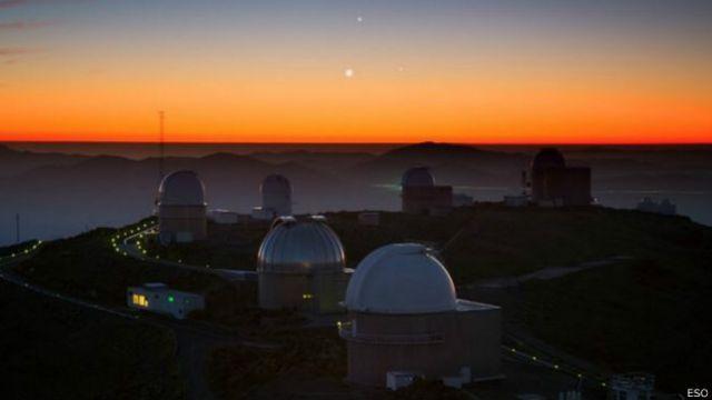 Se descubrieron gracias al telescopio TRAPPIST-1 del Observatorio de la Silla, en Chile.