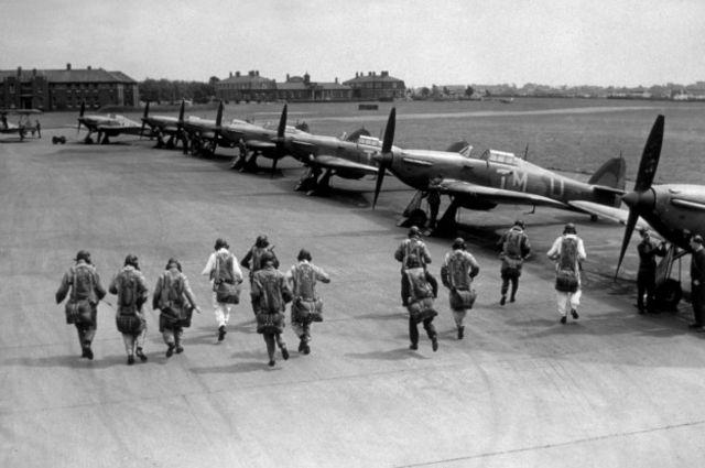 Hawker Hurricane был одним из британских истребителей, запущенных в массовое производство во время Второй мировой войны
