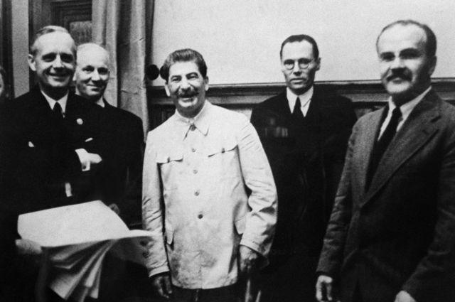 23 августа 1939 года СССР подписал с Германией договор о ненападении, известный как пакт Молотова-Риббентропа