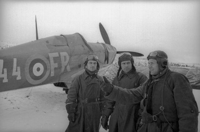 Советские летчики быстро освоили британский истребитель