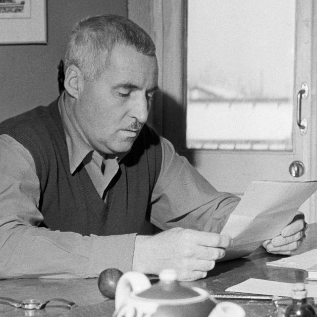 Военный корреспондент и писатель Константин Симонов подробно описал быт британских летчиков на аэродроме Ваенга