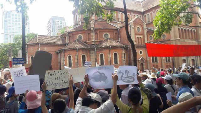 Tại Thành phố Hồ Chí Minh, đã xảy ra xô xát giữa lực lượng an ninh và người biểu tình hôm 8/5