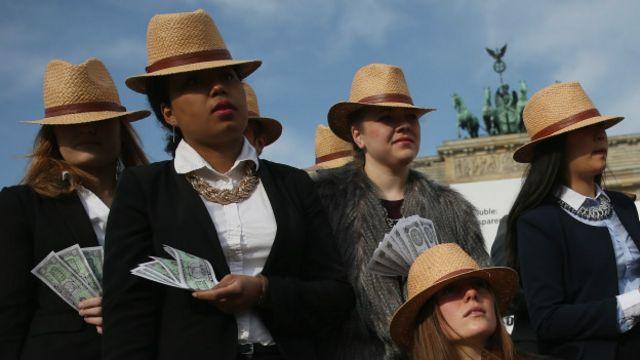 Activistas contra los paraísos fiscales