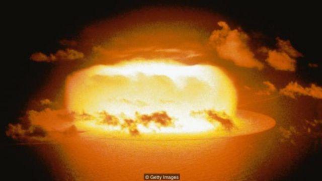 Büyük göktaşları yere düştüğünde birkaç megaton gücünde onlarca nükleer bomba etkisi yaratabilir.