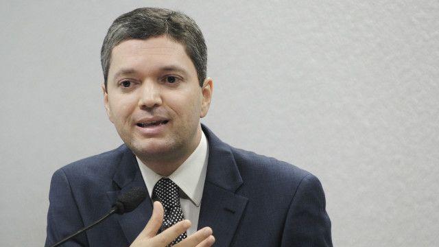 Com doutorado em ciências penais, Silveira tem perfil mais técnico e é conselheiro do CNJ