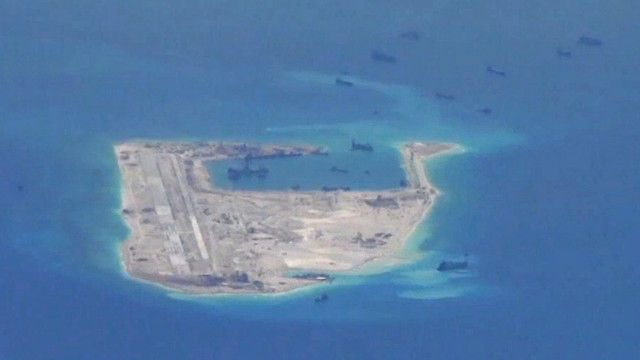 Trung Quốc cải tạo đảo xây đường băng phi cơ ở Biển Đông