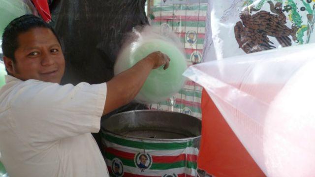 Vendedor de algodones de azúcar en Ciudad de México
