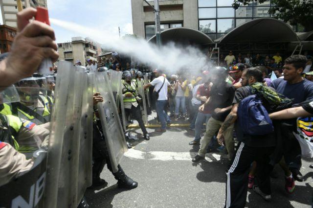 Cтолкновения полиции и демонстрантов в Венесуэле