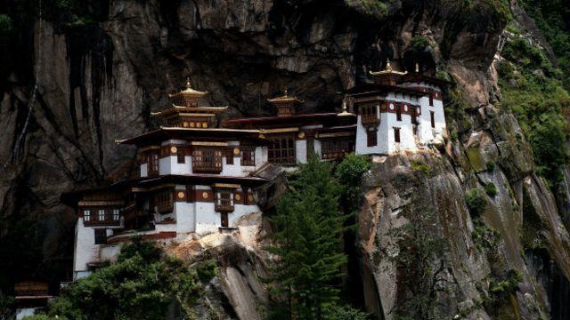 不丹的虎穴寺,令人嘆為觀止的崖邊全景景觀