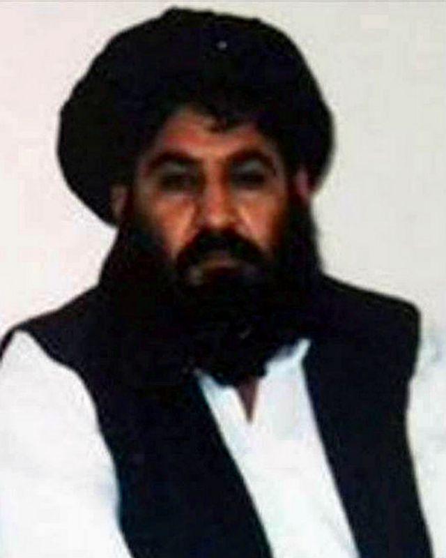 عکس منسوب به ملا اخترمحمد منصور. خبرگزاری فرانسه گفته که این عکس را طالبان پارسال به عنوان عکس رهبر خود منتشر کرده است