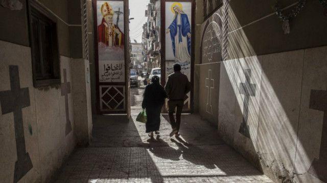 مسیحیان مصر، ده درصد جمعیت ۹۰ میلیونی این کشور را تشکیل میدهند و همواره از آزار و تبعیض شکایت دارند