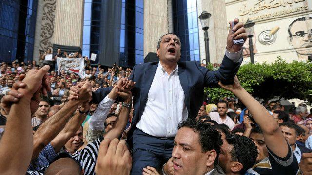 قاد قلاش مظاهرة في الرابع من الشهر الحالي تطالب بالإفراج عن الصحفيين المحبوسين.