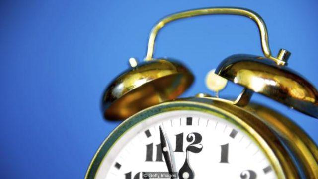 随着年龄的增长,褪黑激素的分泌减少,这可能会影响睡眠的习惯。(图片来源:Getty Images)