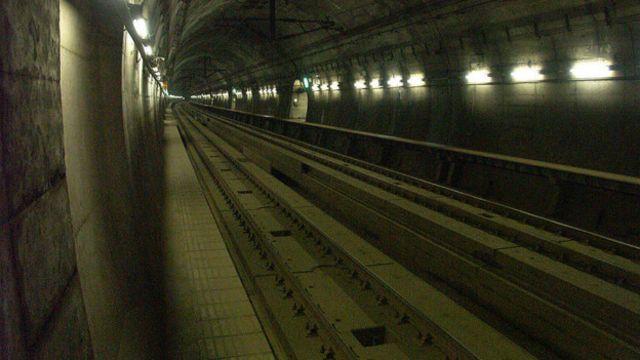 El tunel Seikan fue inaugurado 1988 y tardaron 25 años en construirlo. Abarca 53,9 km, 23 de ellos transcurren debajo del mar.