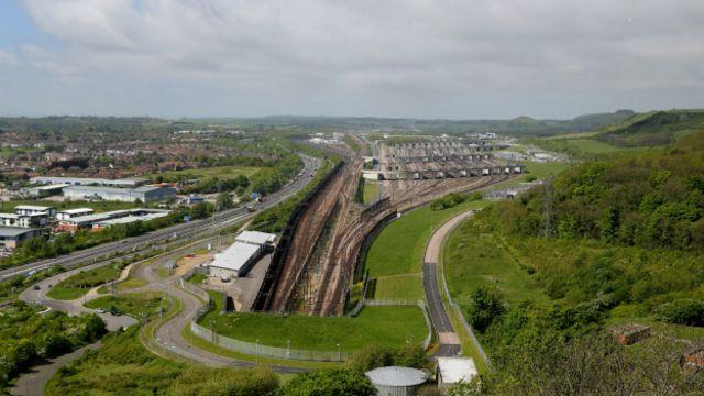 El Eurotunel fue inaugurado en 1994 y un viaje entre desde Calais (Francia) hasta Folkestone (Reino Unido) solo demora 35 minutos.