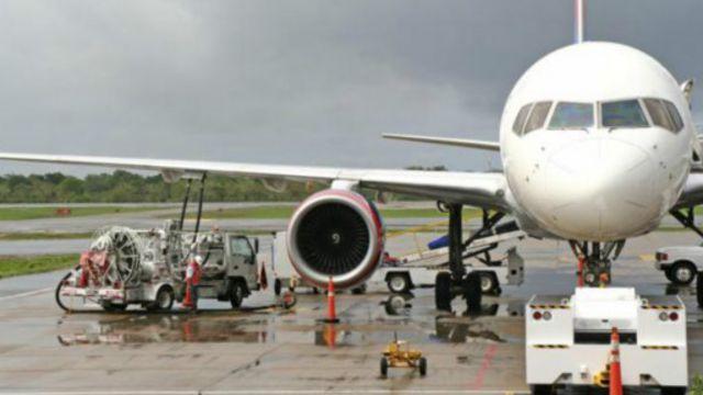 输油管网将航空燃油从炼油厂直接输送到客机停机坪。