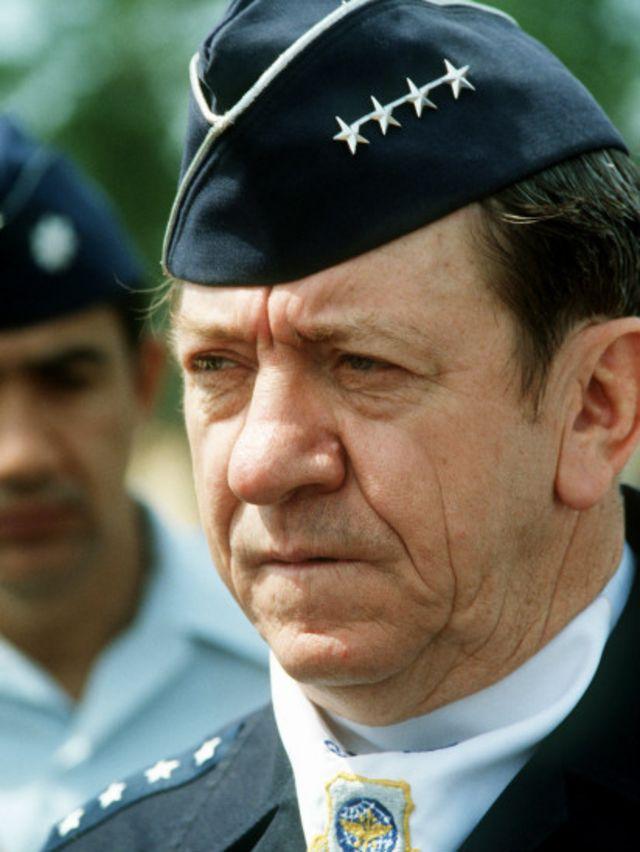 ژنرال هایزر- فرستاده نظامی ویژه کارتر به ایران