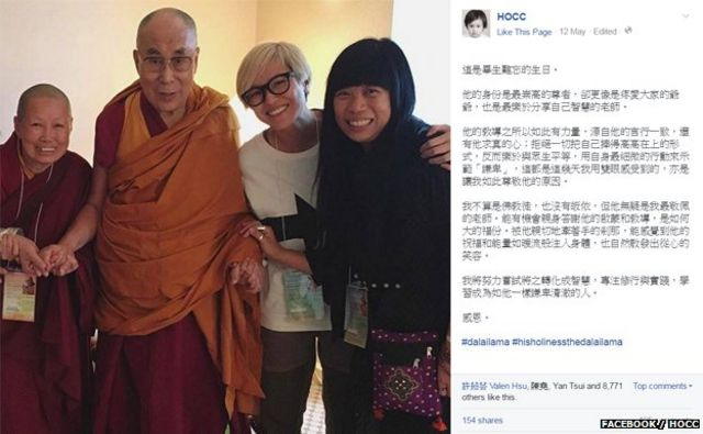 何韵诗(右二)与达赖喇嘛(左二)合照(何韵诗Facebook2016年5月12日发放照片)