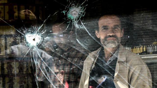 Diyarbakır'ın Sur mahallesinde yaşanan çatışmalarda çok sayıda dükkan zarar görmüştü.