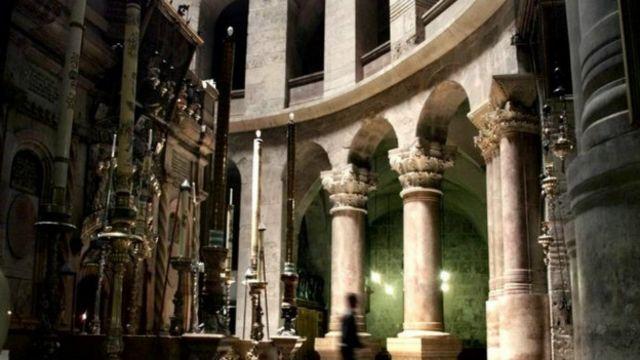 بخشی از صحن کلیسای مقبره مقدس