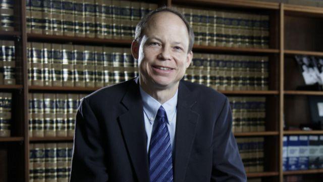 El juez Aaron Persky recibió duros cuestionamientos por su sentencia.