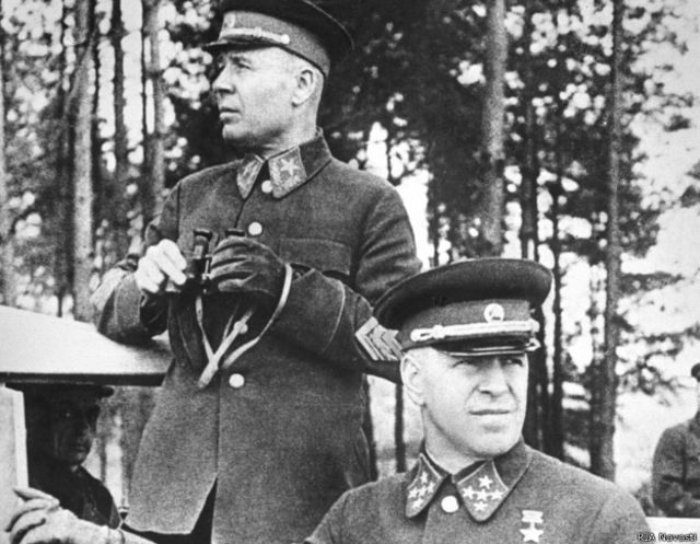 Нарком обороны Семен Тимошенко и командующий Киевским  особым военным округом Георгий Жуков на маневрах  (сентябрь 1940 г.)