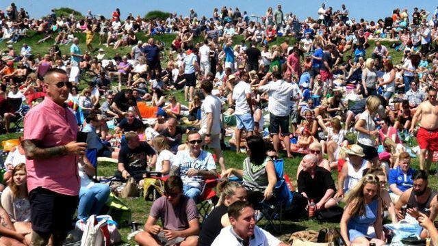 Толпа людей