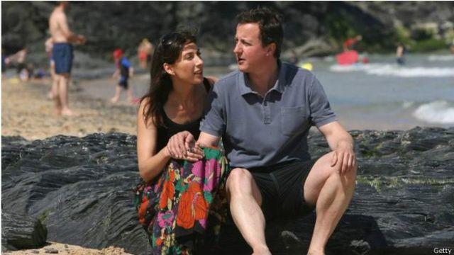 في عام 1996 تزوج كاميرون من سامنثا، ابنة السير ريجنالد شيفيلد