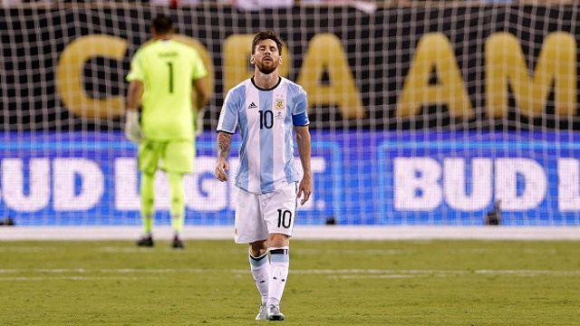 Капитан сборной Аргентины Лионель Месси не забил пенальти в финальном матче Кубка Америки против сборной Чили.