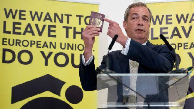 """Популистская волна в Британии поднялась на национально-консервативном фланге, но приобрела такой же непримиримый характер борьбы против внешнего и враждебного """"Центра"""""""