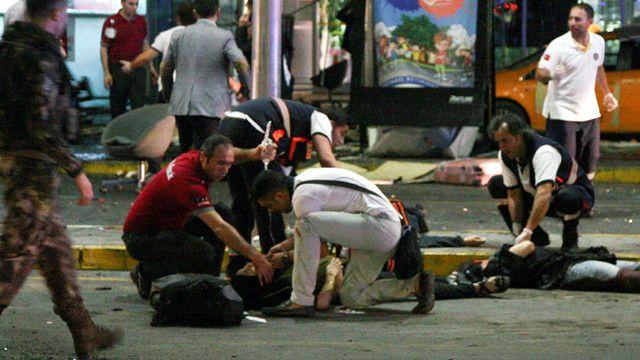 قال والي اسطنبول إن حالات 6 من الجرحى حرجة.