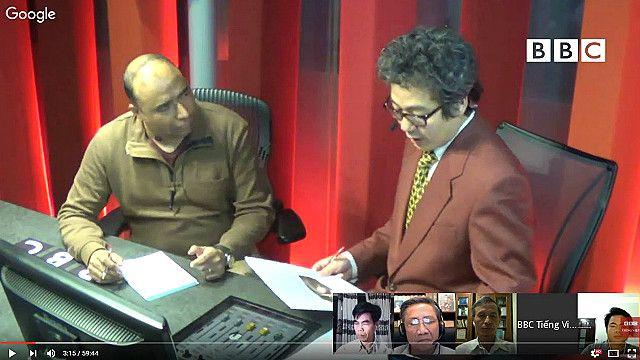 Nhà báo Navin Singh Khadka (trái) tại Bàn tròn Thứ Năm của BBC về công bố kết quả điều tra nguyên nhân cá chết bất thường và hàng loạt hôm 30/6/2016.