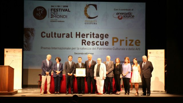 این جایزه توسط وزیر فرهنگ ایتالیا به او داده شد