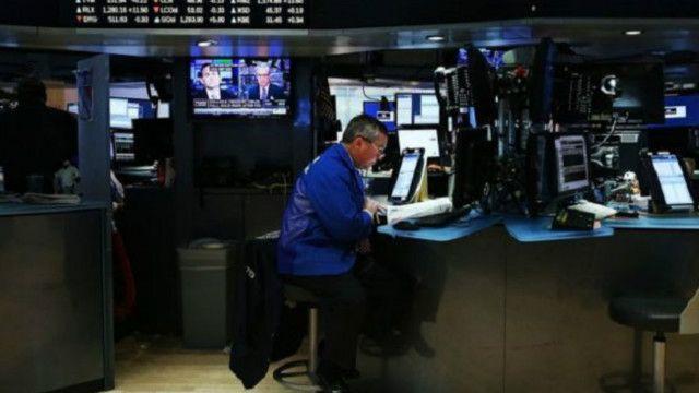 تعتمد المعاملات المالية في البورصة على أجهزة الكمبيوتر بصورة أساسية