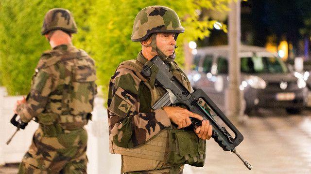 حضور نیروهای مسلح در نیس مشهود است.
