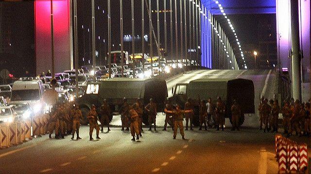 博斯普魯斯跨海大橋被軍隊封鎖
