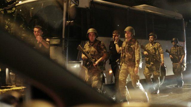 土耳其總理說,軍隊行動未經授權,但並非軍事政變。