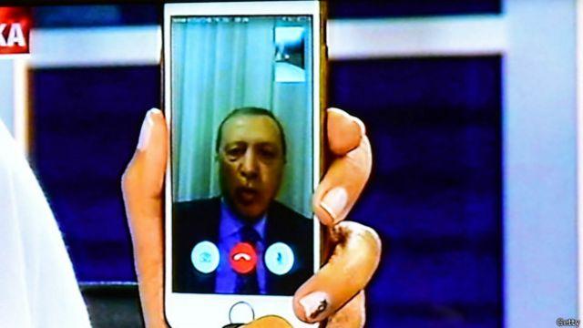 埃爾多安通過網絡視頻呼籲民眾走上街頭反抗政變企圖